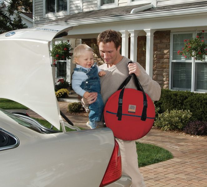 957_carry-bag-red-trunk-car