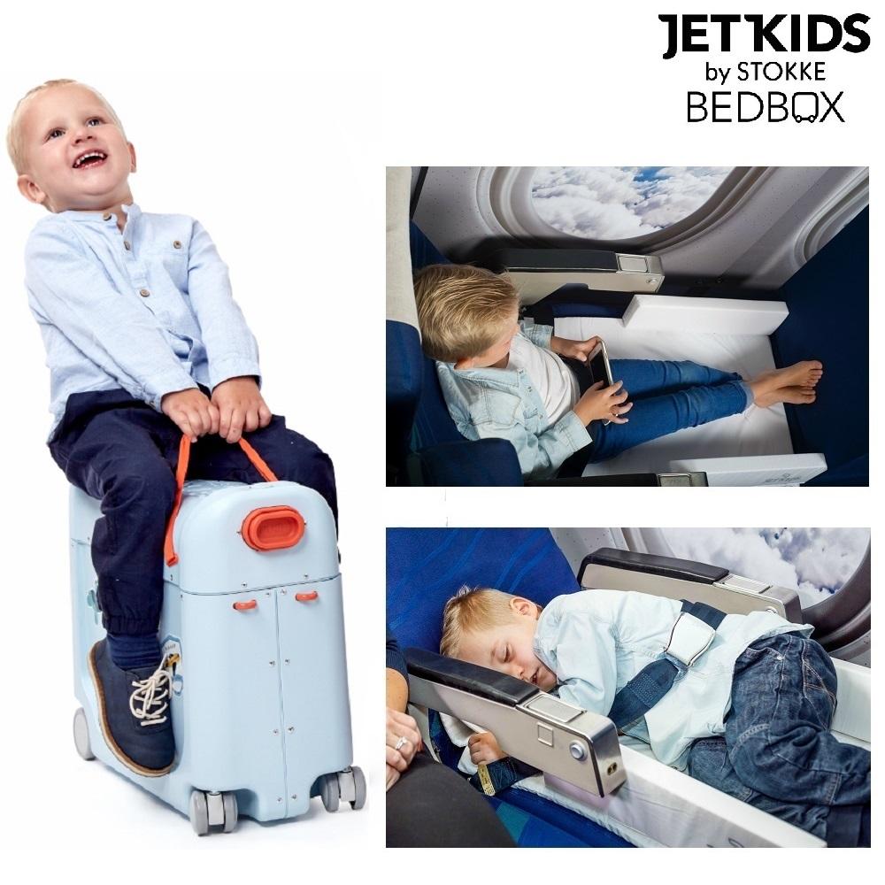 Jetkids Bedbox matkalaukku ja lapsen sanky lentokoneessa sininen